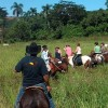 À cheval à travers de la  Région Centrale de Cuba